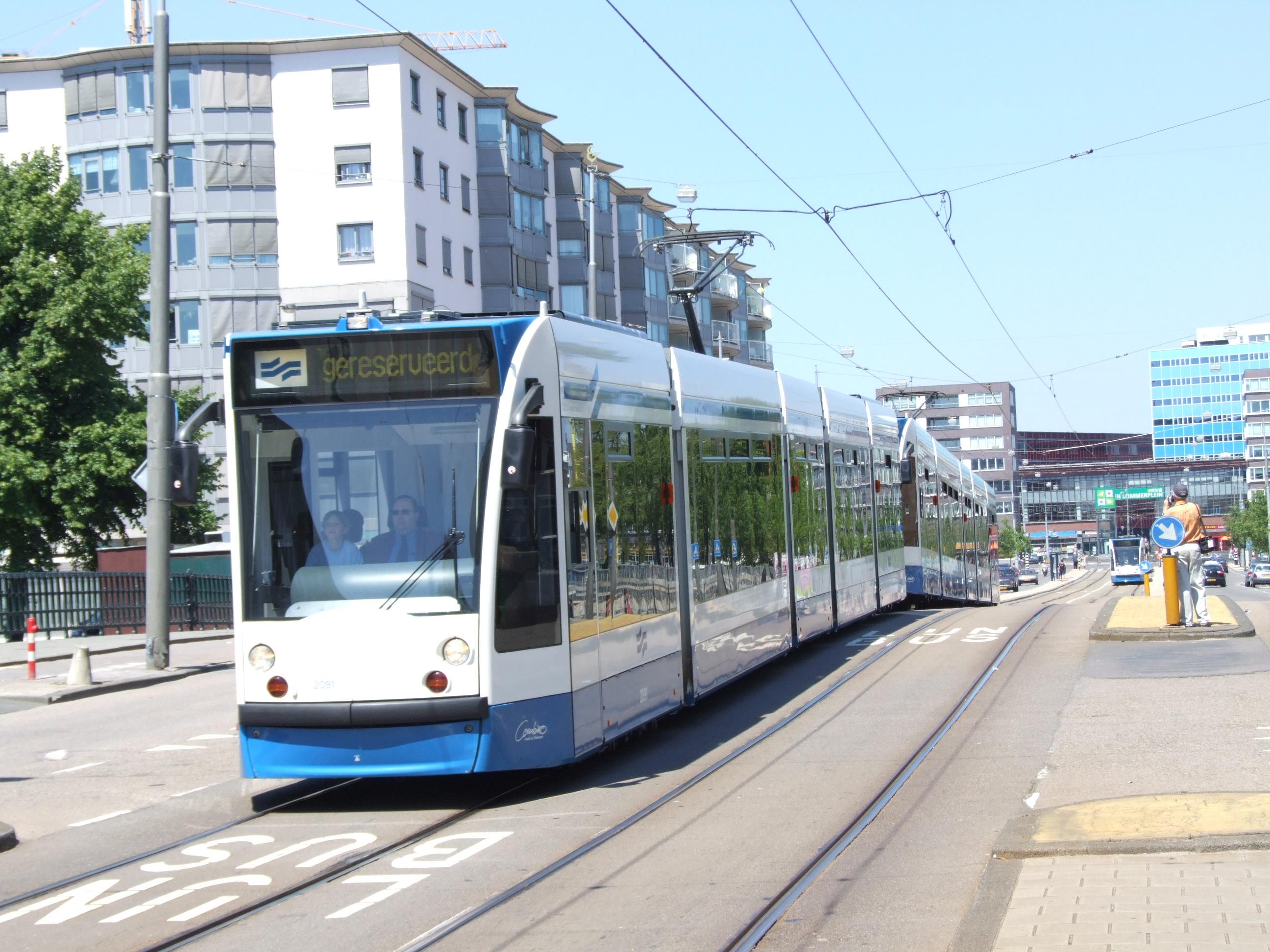 32: Den Haag Tram 830 with trailor 576 at Hoofdweg.