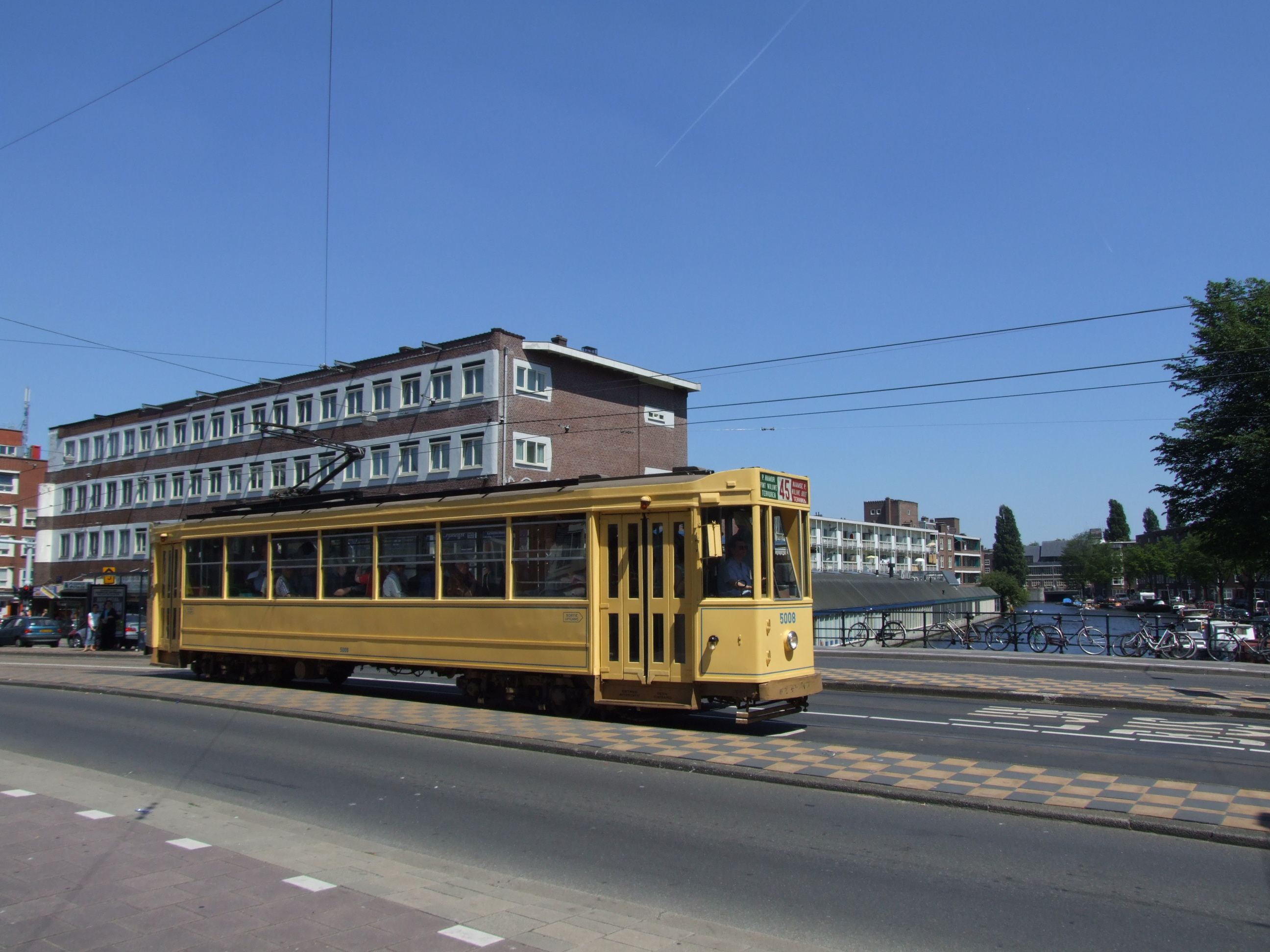 38: Also the back of Tram 1024 is nice tor see. (Den Haag) Hoofdweg.