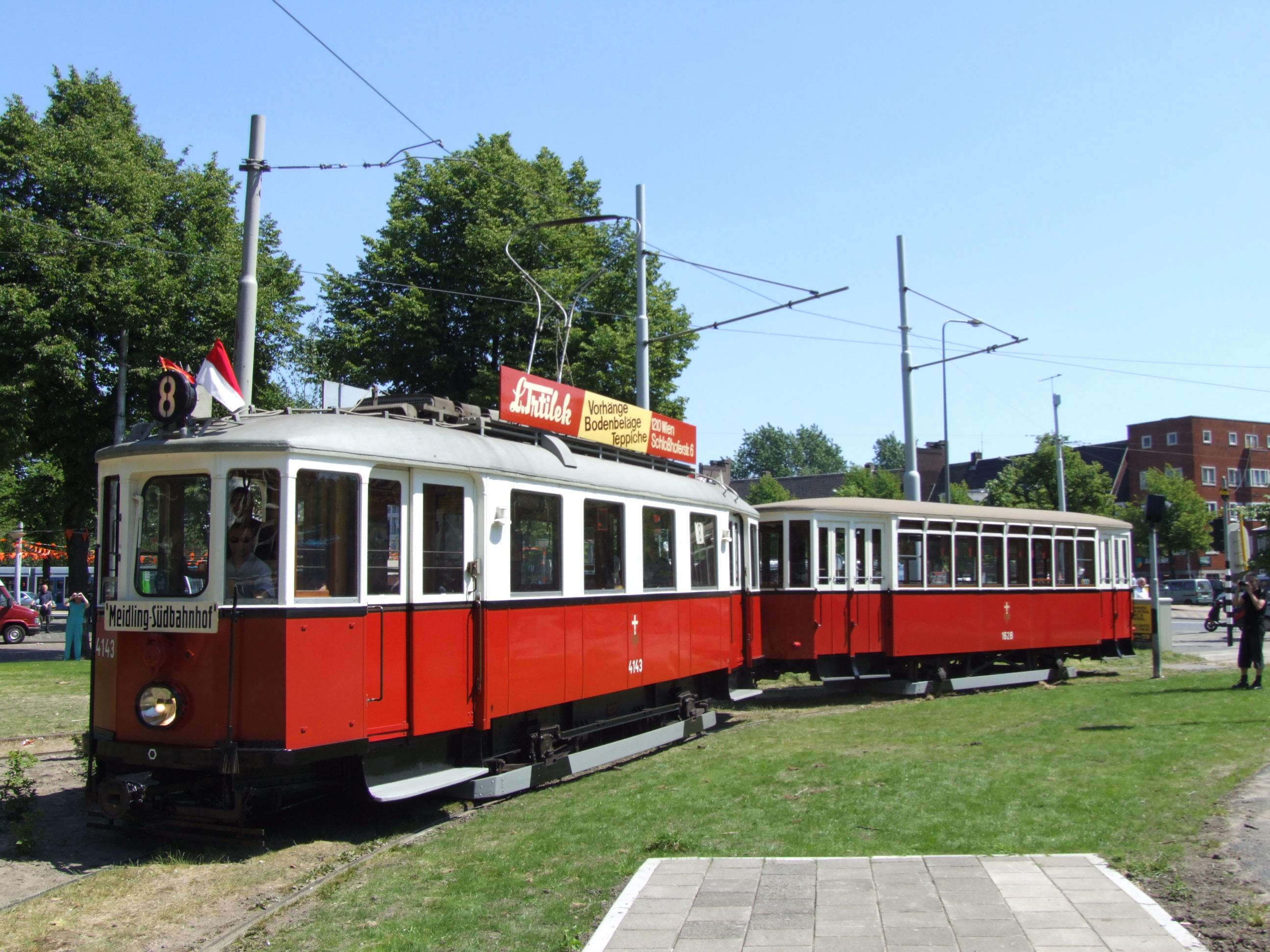 39: Crossing a Gracht: Brüssel (Brussels) Tram 5008.